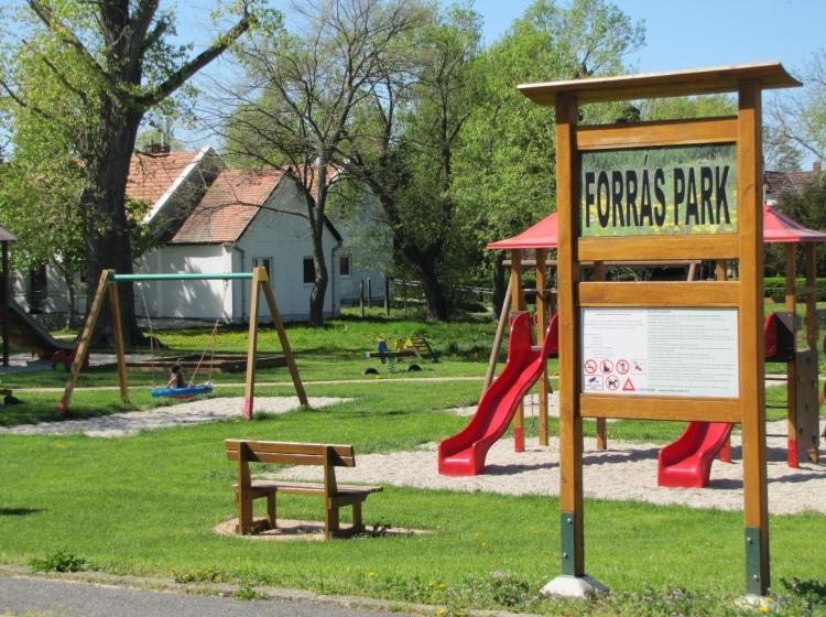 Forrás-park
