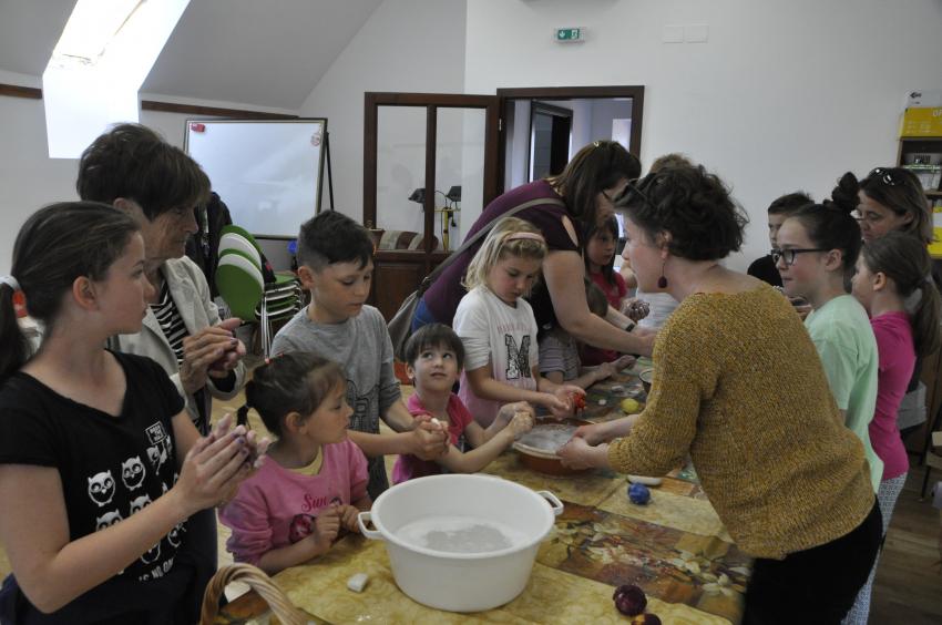 Képeken a húsvéti játszóház