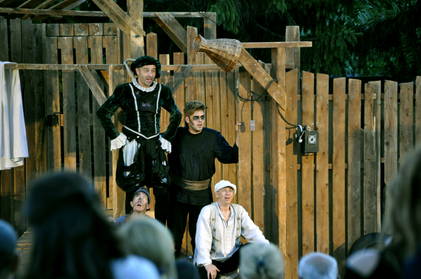 """A Pannon várszínház """"A padlás"""" c. előadása"""