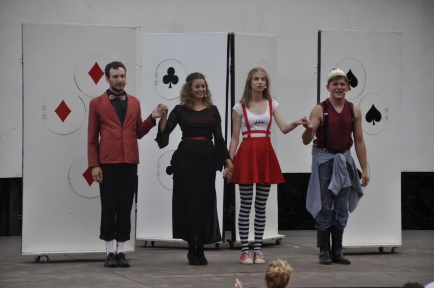 A Soltis Lajos Színház A mindent látó királylány c. meseelőadása