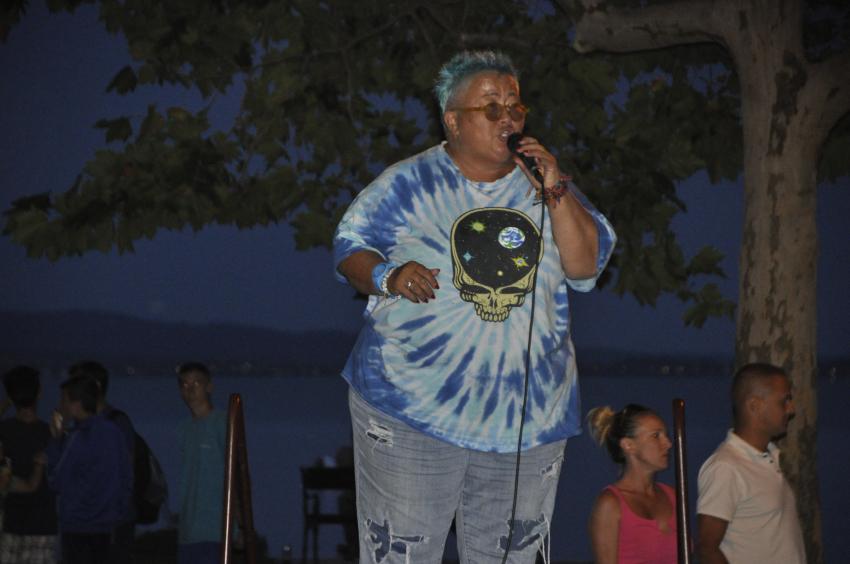 Falusi Mariann koncertje a strandon