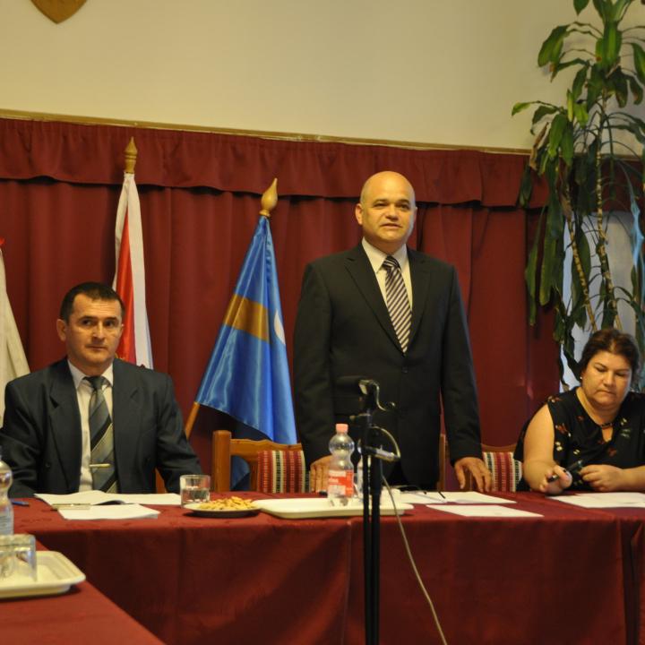 Képek a képviselőtestület alakuló üléséről és október 23-i megemlékezésünkről