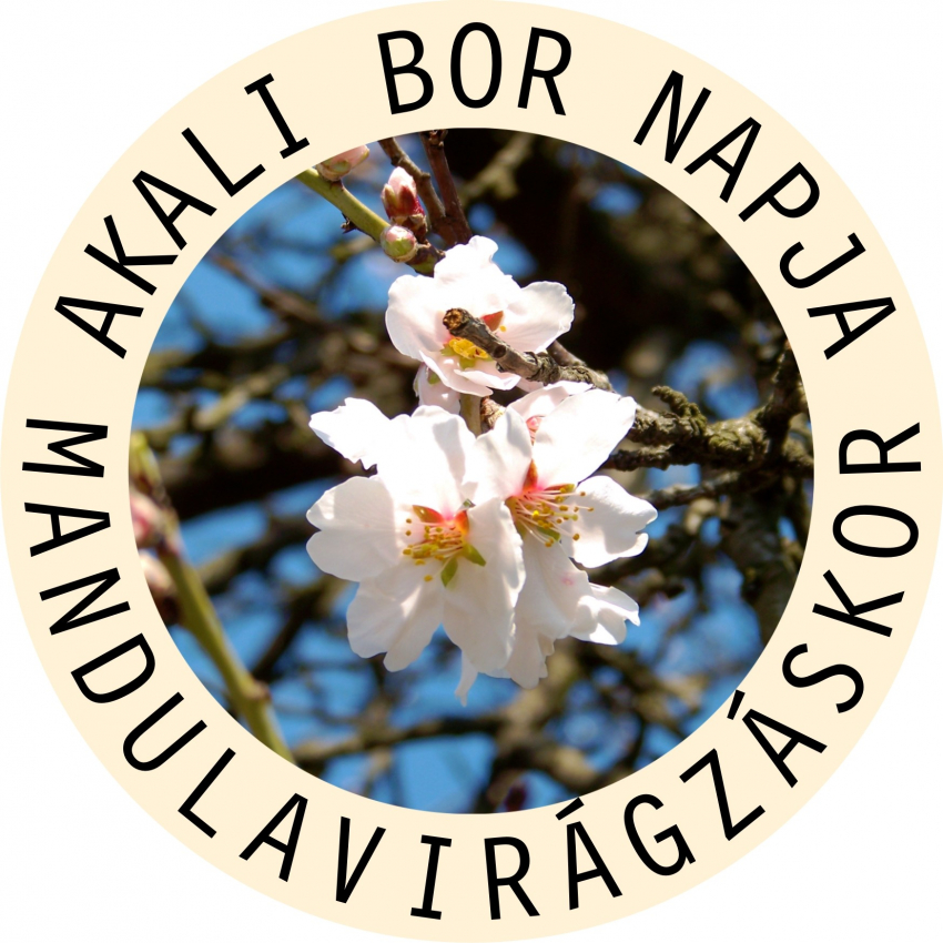 Idén Akaliban két hónapon át virágzott a mandula!