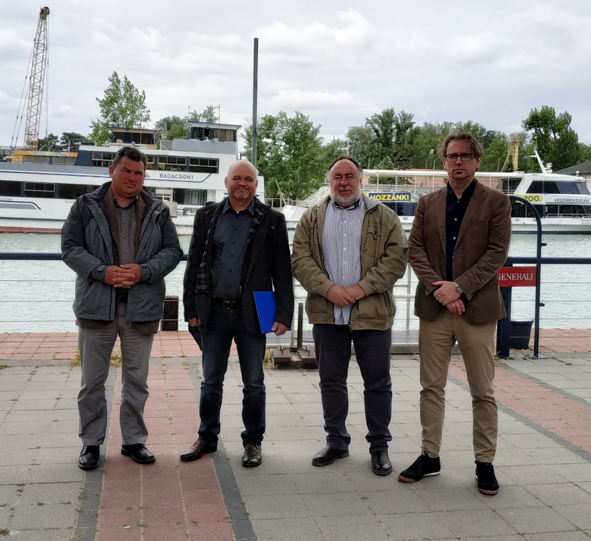 Polgármesterek a balatoni kikötők köz tulajdonában maradásáért