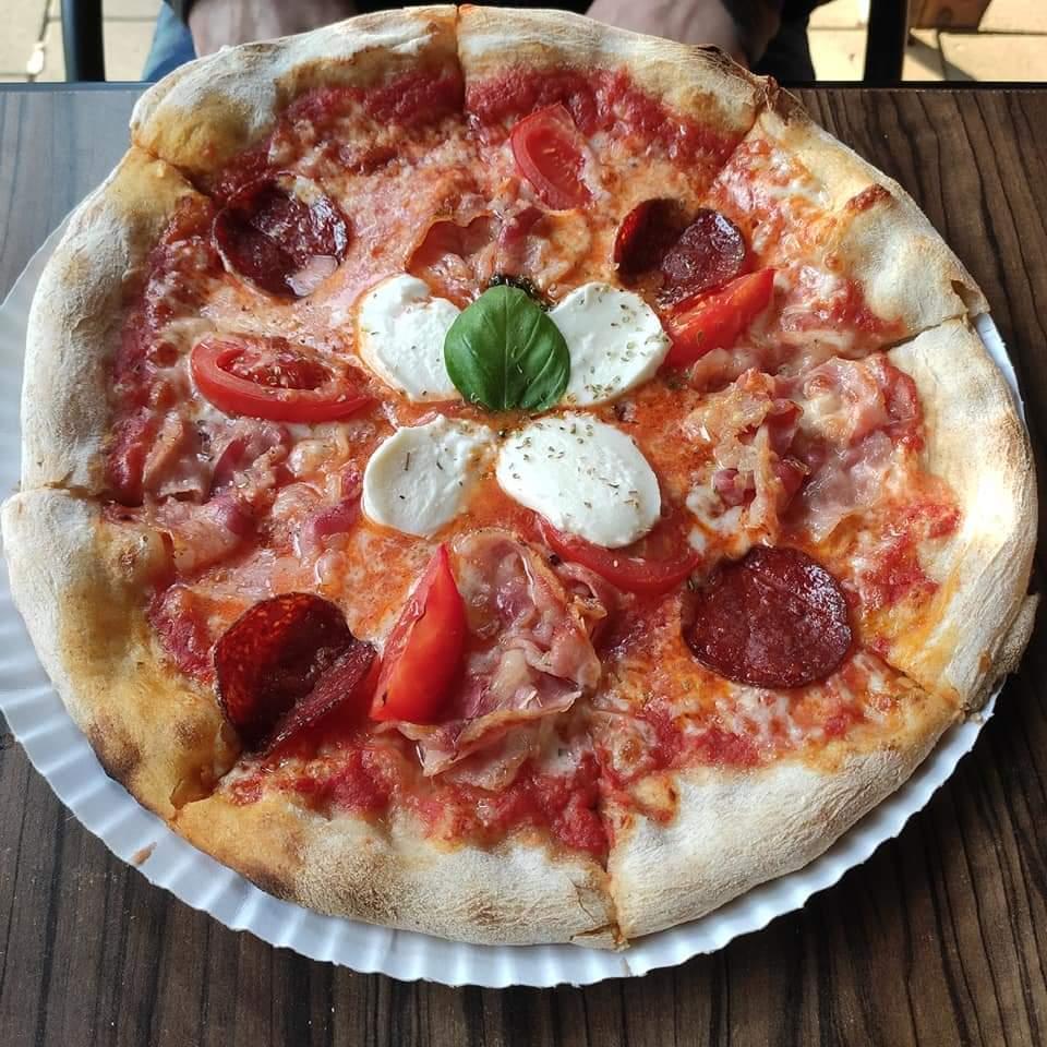 Akalifornia Cafe & Pizzeria